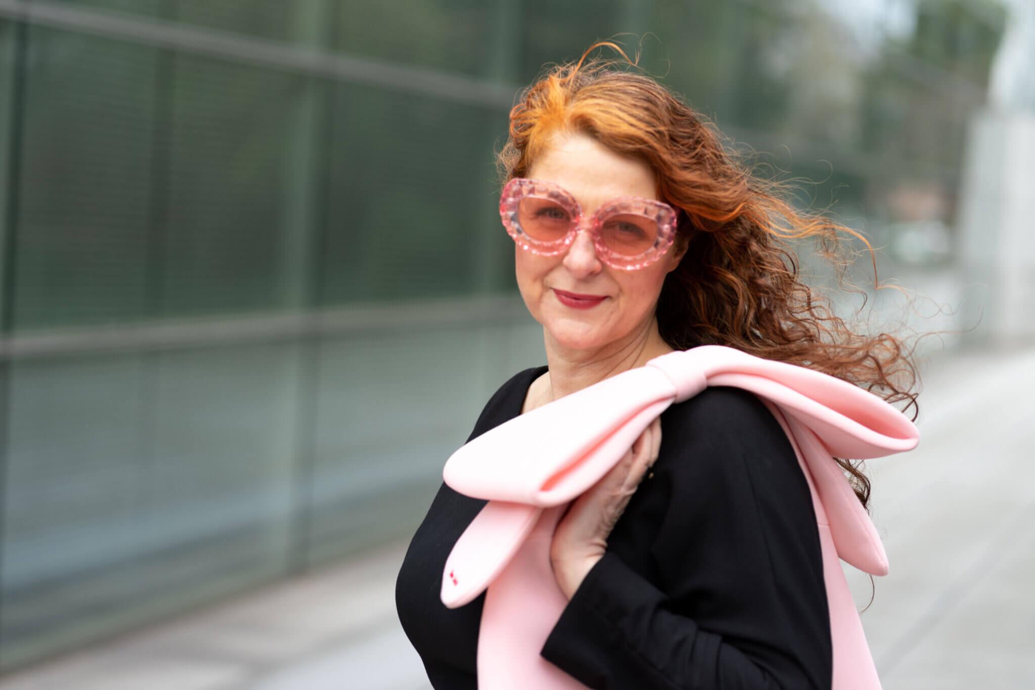 Simone Rocha x hm Sonnenbrille und rosa Shopper
