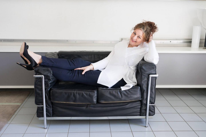 Ü50 Bloggerin Cerstin mit Prada Stilettos über ihre Traumschuhe iknmlo