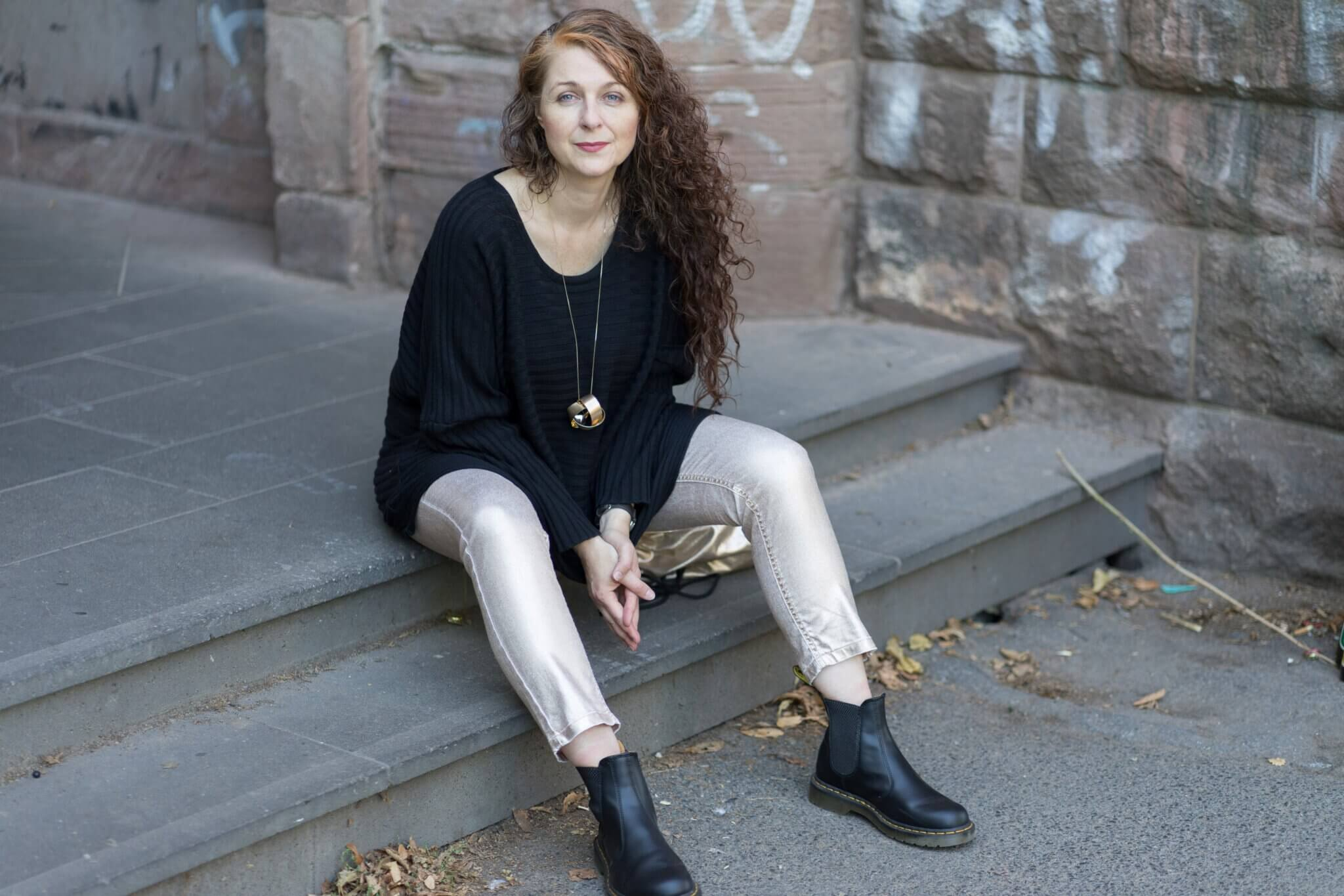 Dr Martens kombinieren - Looks einer Ü50 Modebloggerin mit Gold