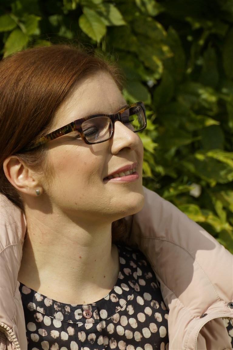 Tanja mit Clarins Multi-Blush in 04 Rosewood, auf den Lippen: Gloss in love von Lancome