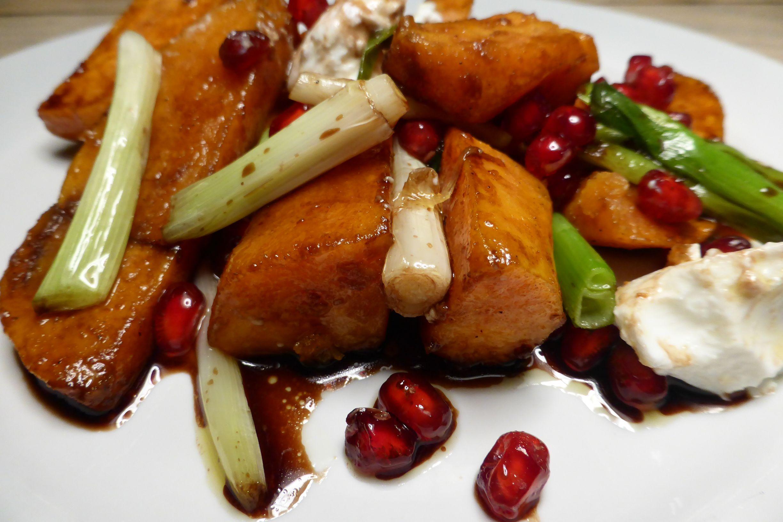 Gebackene Süßkartoffeln mit Granatapfelkernen