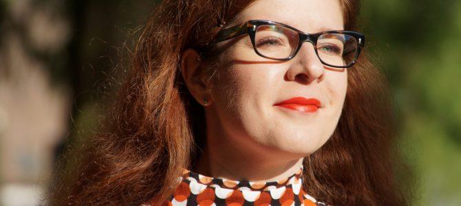 Wie trägt man eigentlich… Oranje? Retro-Bluse von Karen Millen