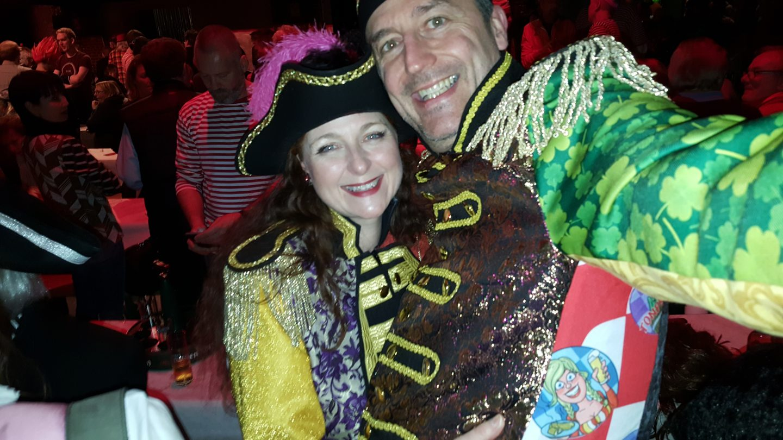 Kostüm Stunksitzung Köln Outfit Justaucorps Verkleidung Was trägt man zur Stunksitzung iknmlo