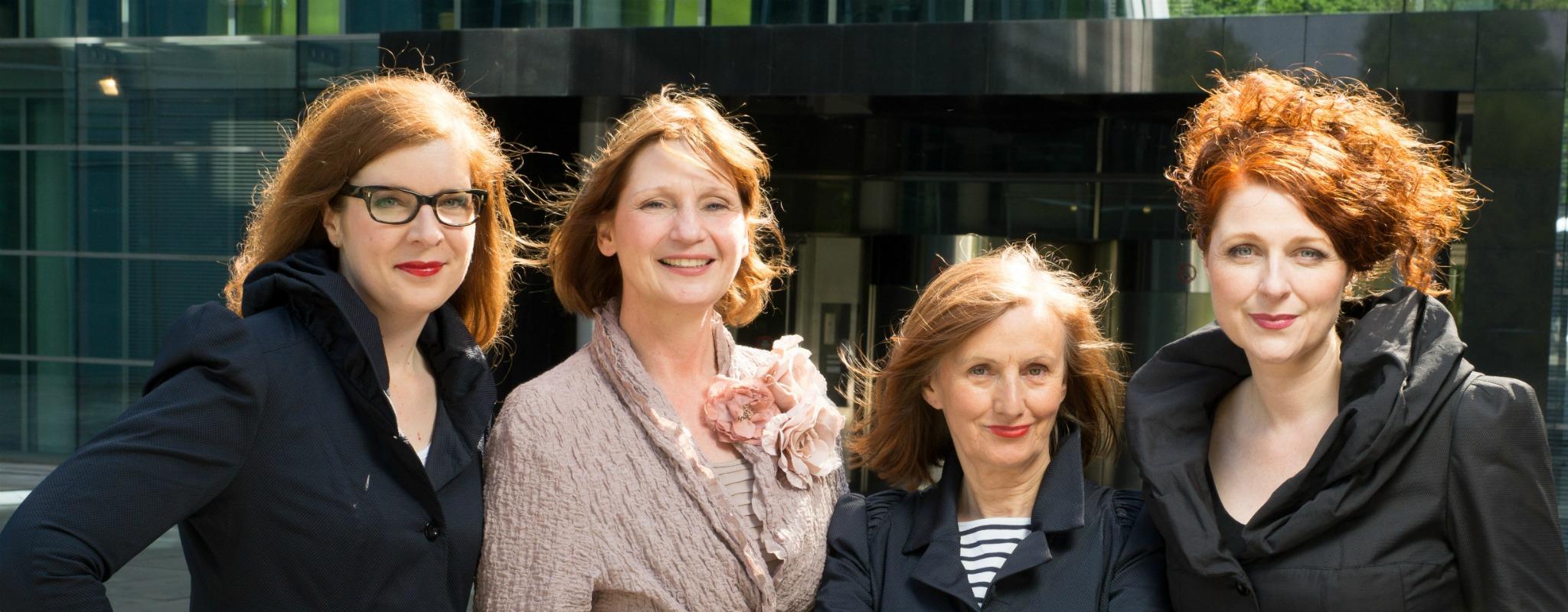 Ü40 Bloggerinnen vom iknmlo Modeblog für Frauen über 40 beim Fotoshooting mit Nicole Booss von BOcouture Hamburg