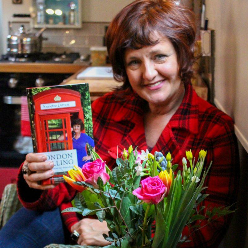 Interview mit Annette Dittert auf ihrem Hausboot über ihr Buch London Calling Brexit Ü40 Iknmlo Mode und Lifestyleblog