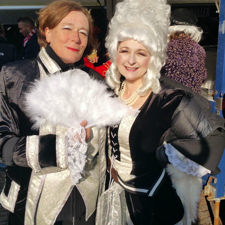 Karneval bei Wind und Wetter - Tipps für Frauen über 40