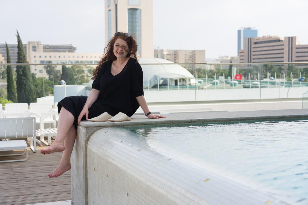 ü40 Modebloggerin Cerstin im Laico Tunis Infinity-Pool 5-Sterne-Hotel Tunesien
