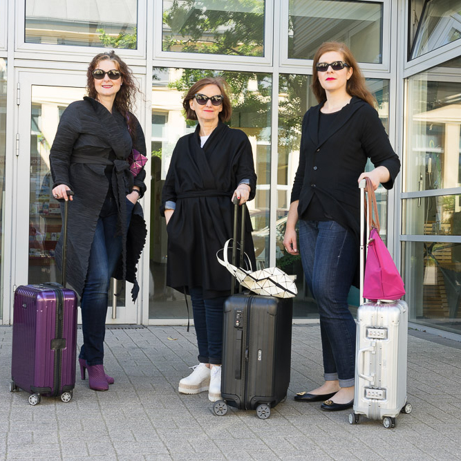 Reiselust drei Ü40 Modebloggerinnen mit Rimowa Koffer iknmlo