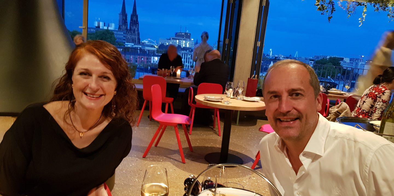 Neni Köln im 25 hours the circle Cologne in Köln blaue Stunde Blick auf Dom