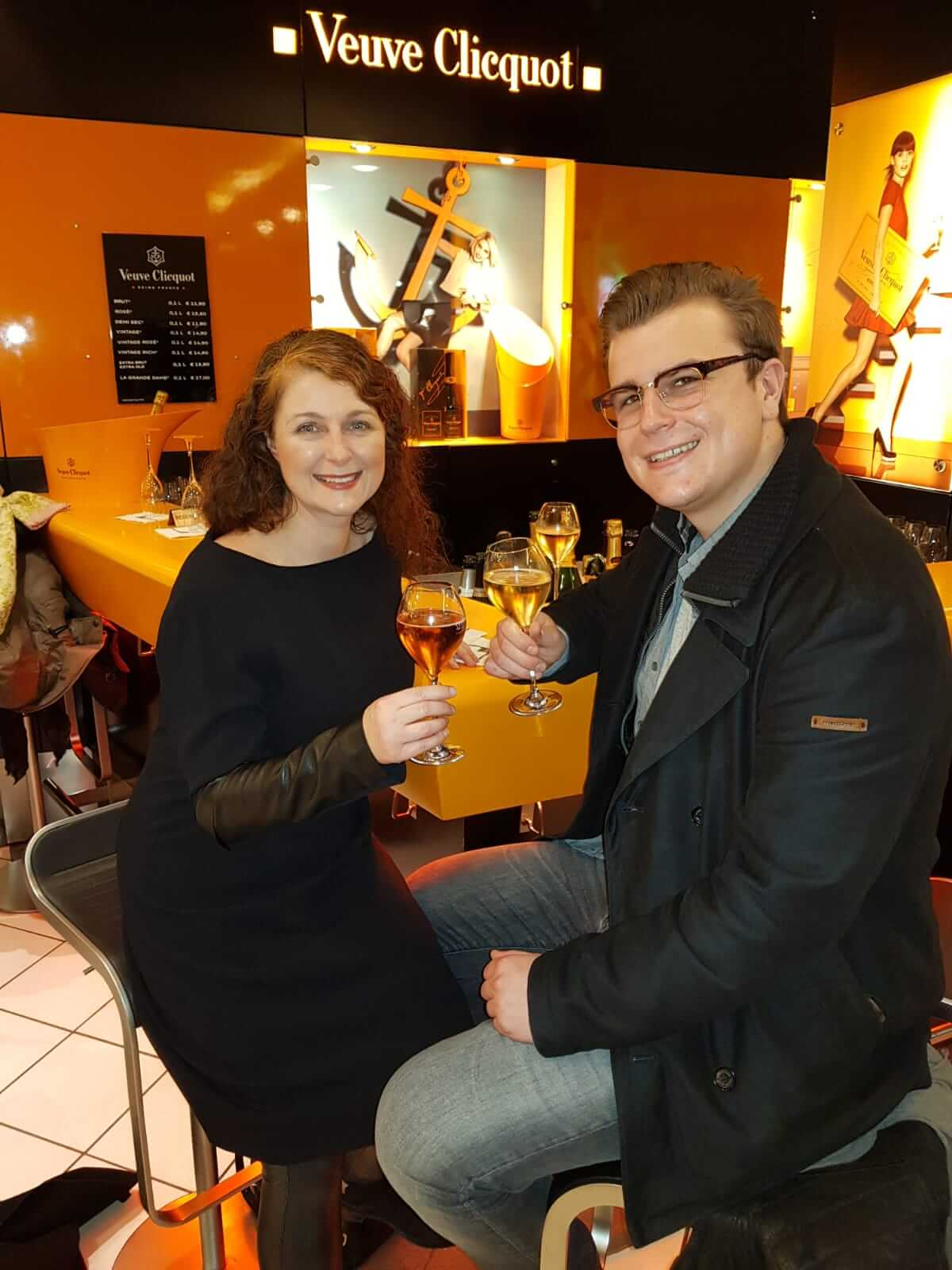 Champagner in der Veuve Clicquot Bar im KaDeWe Berlin