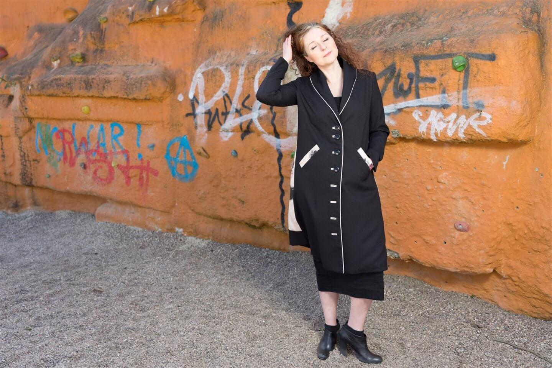 atelier d x Wolfgang Waesch - Mantel vereint Kunst und Mode ü40 Blog iknmlo