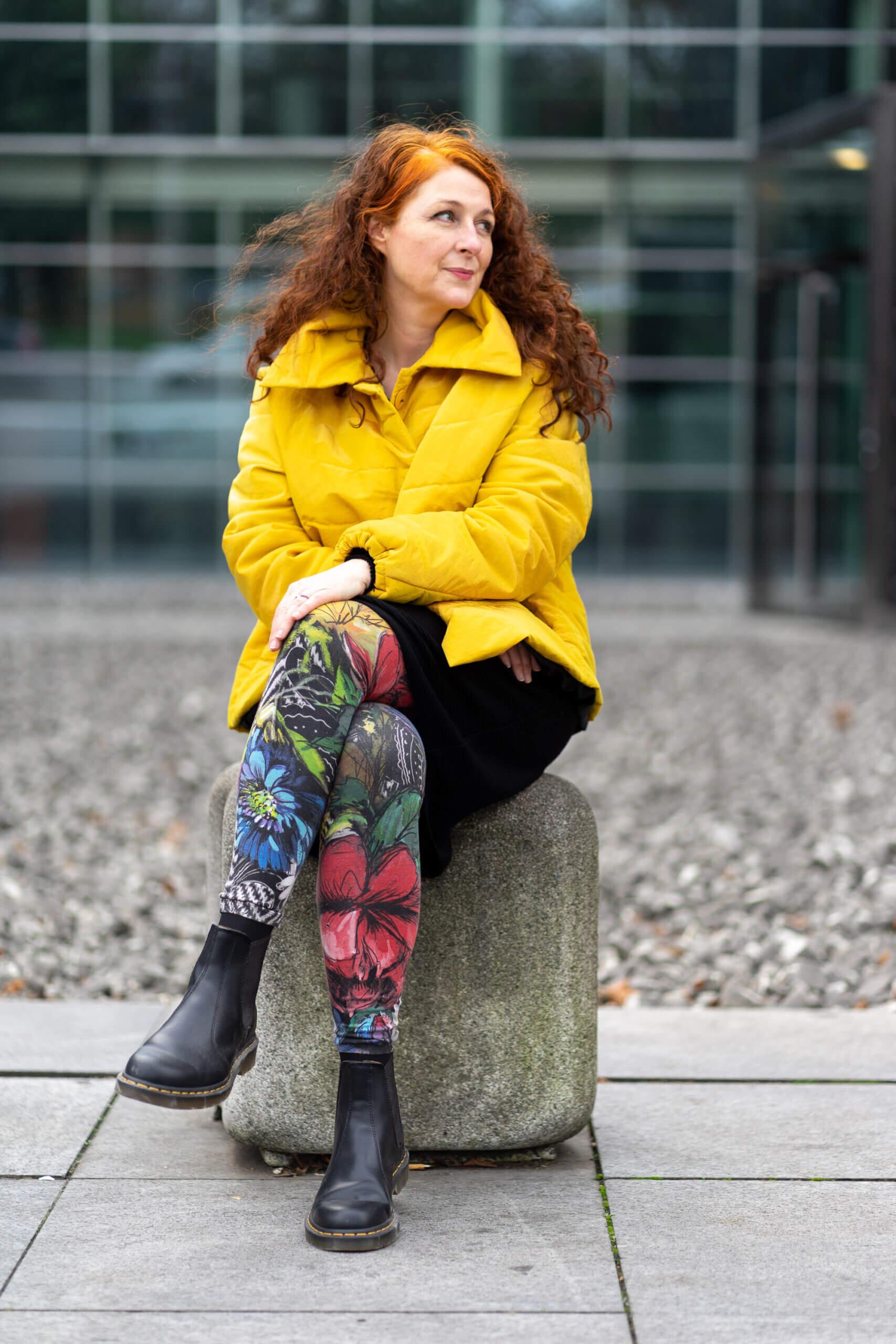 Dr Martens kombinieren - Looks einer Ü50 Modebloggerin Annette Görtz Daunenjacke gelb