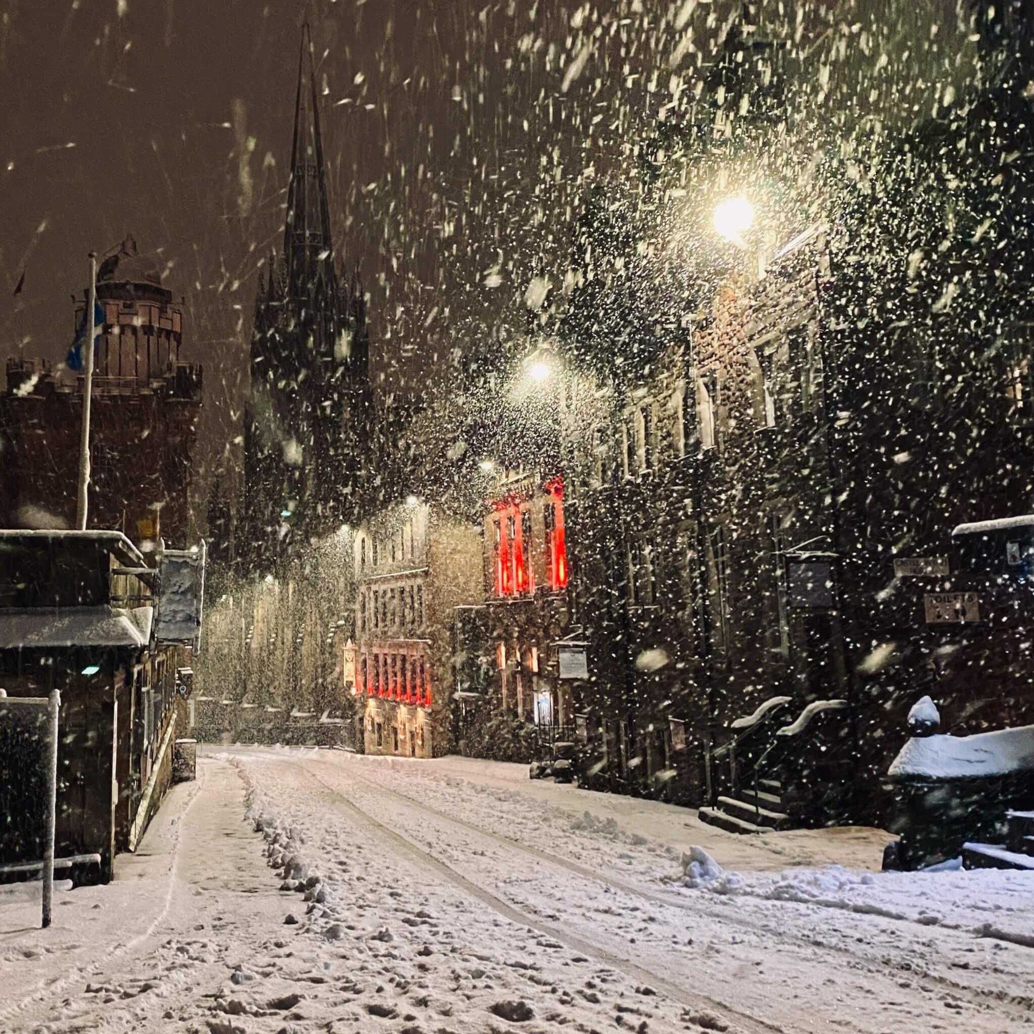 Schnee weisse Pracht Schneesturm Oase Stille Edinburgh Schottland