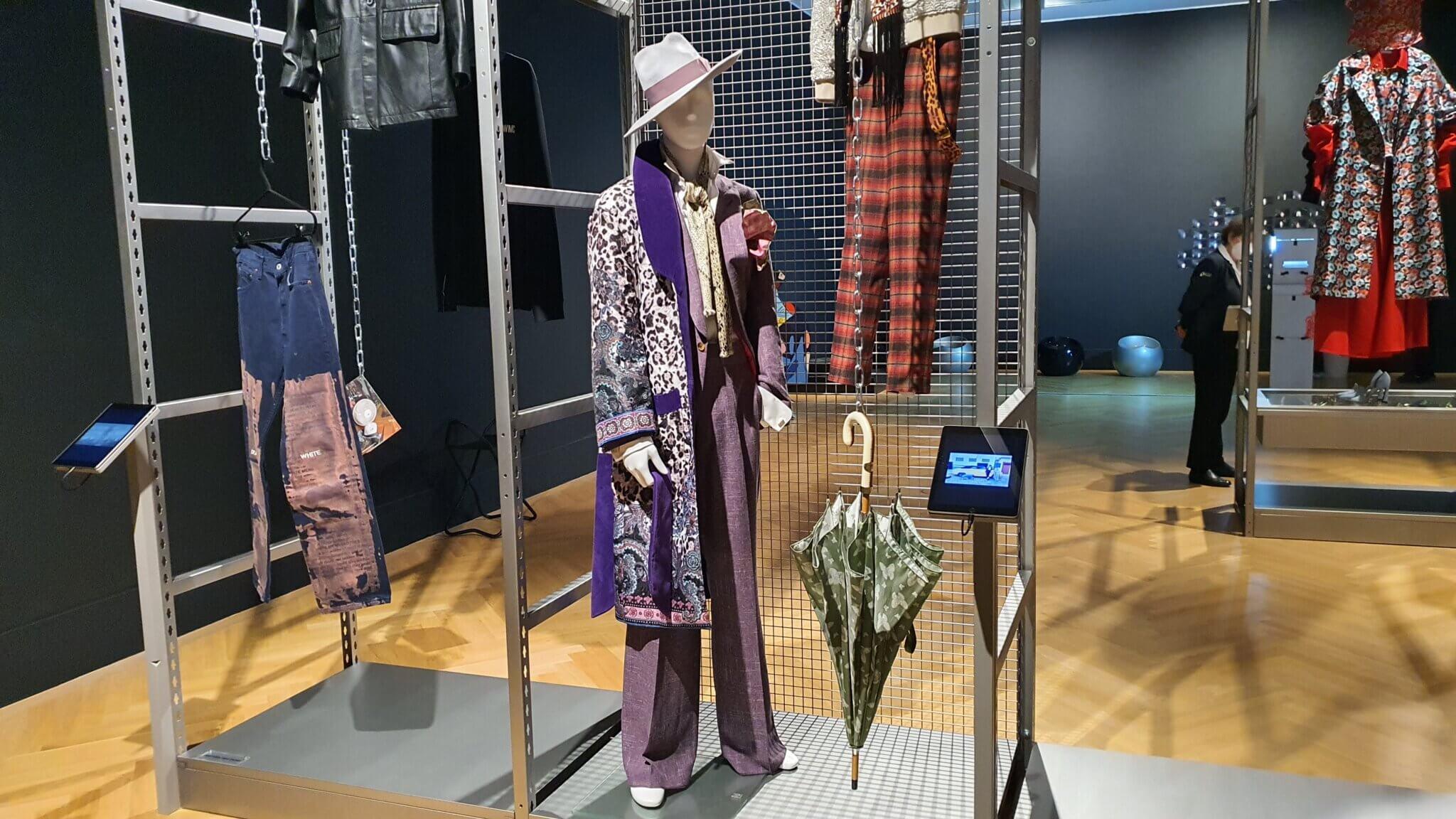 Dress Code - Ausstellung Bundeskunsthalle Bonn - Herr von Eden