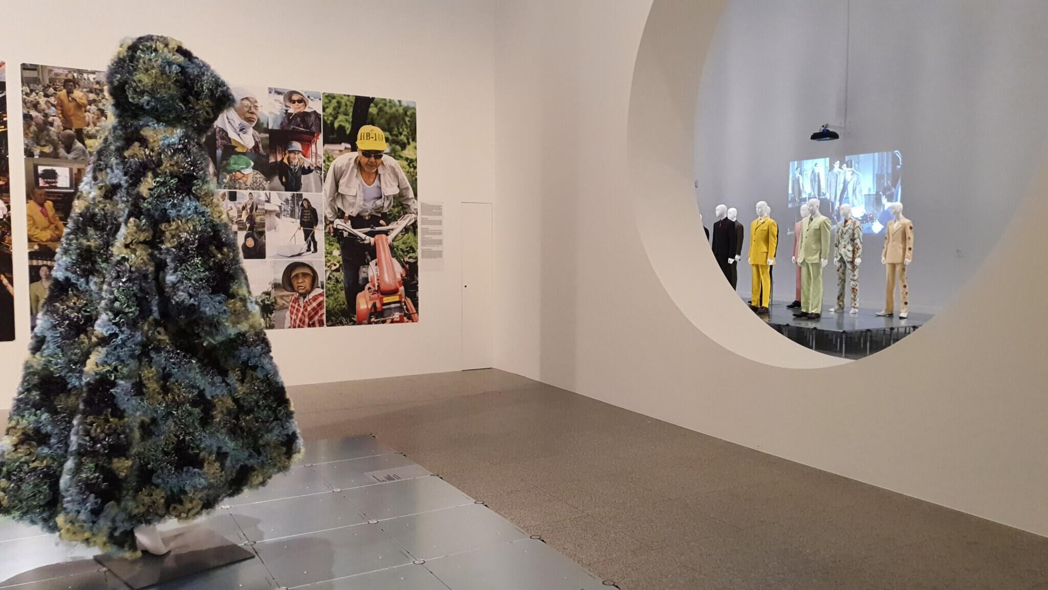 DRESS CODE. DAS SPIEL MIT DER MODE - Ausstellung Bundeskunsthalle Bonn 2021