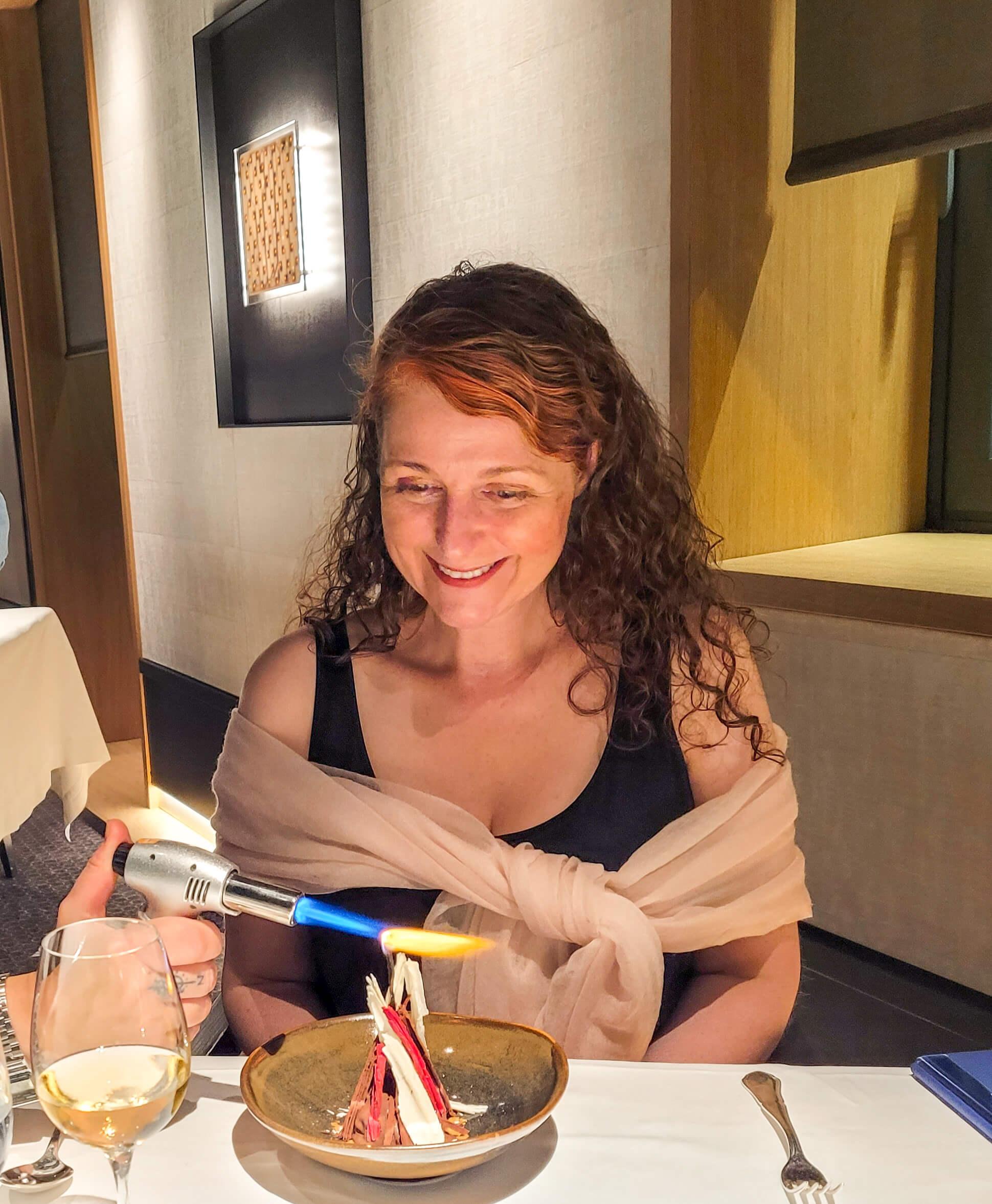 Lagerfeuer aus drei verschiedenen Sorten Schokolade mit Vanilleasche im 3-Sterne Restaurant Arzak in San Sebastián
