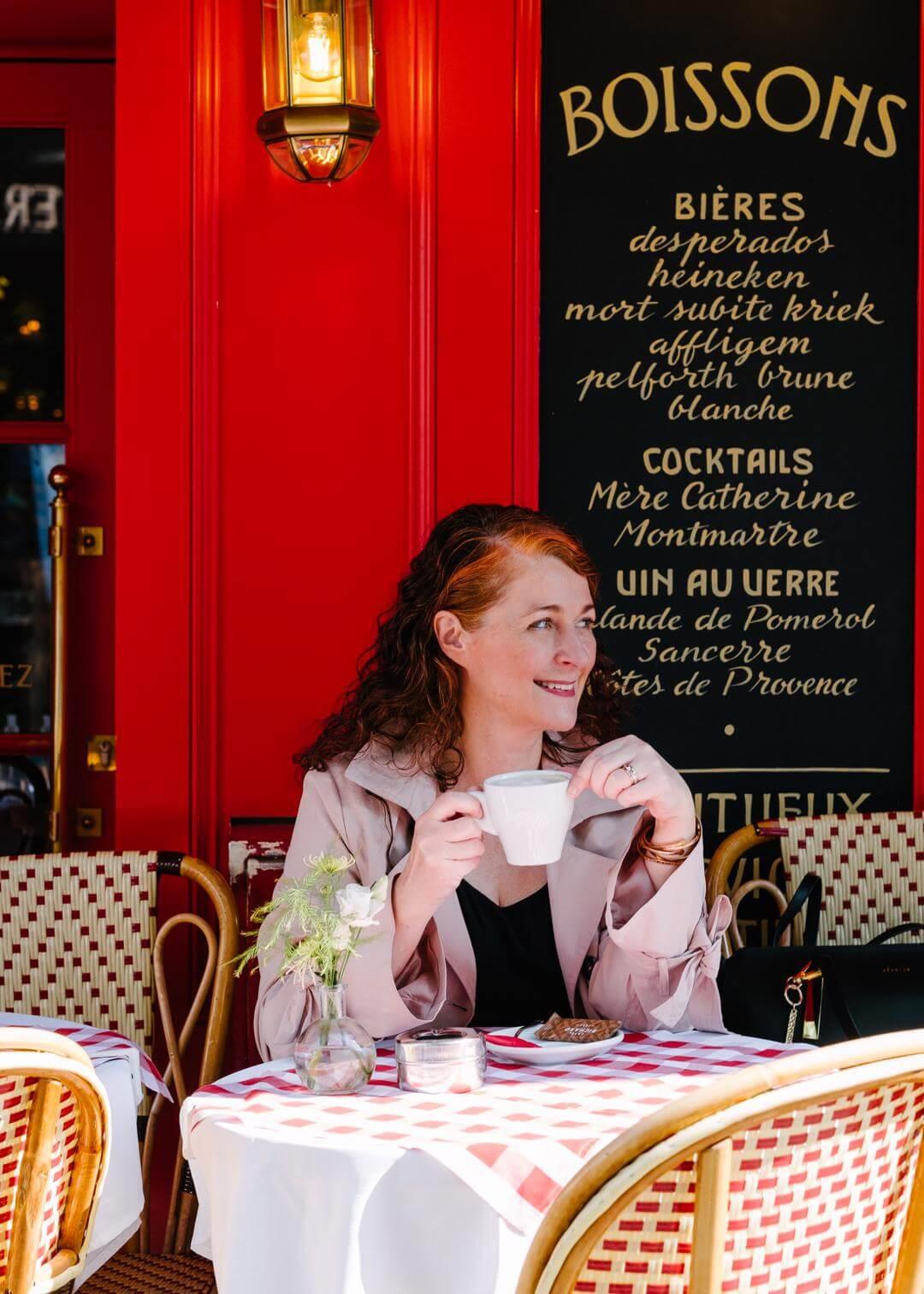 Schönste Fotolocations im Montmartre Paris Café La Mère Catherine styleREBELLES