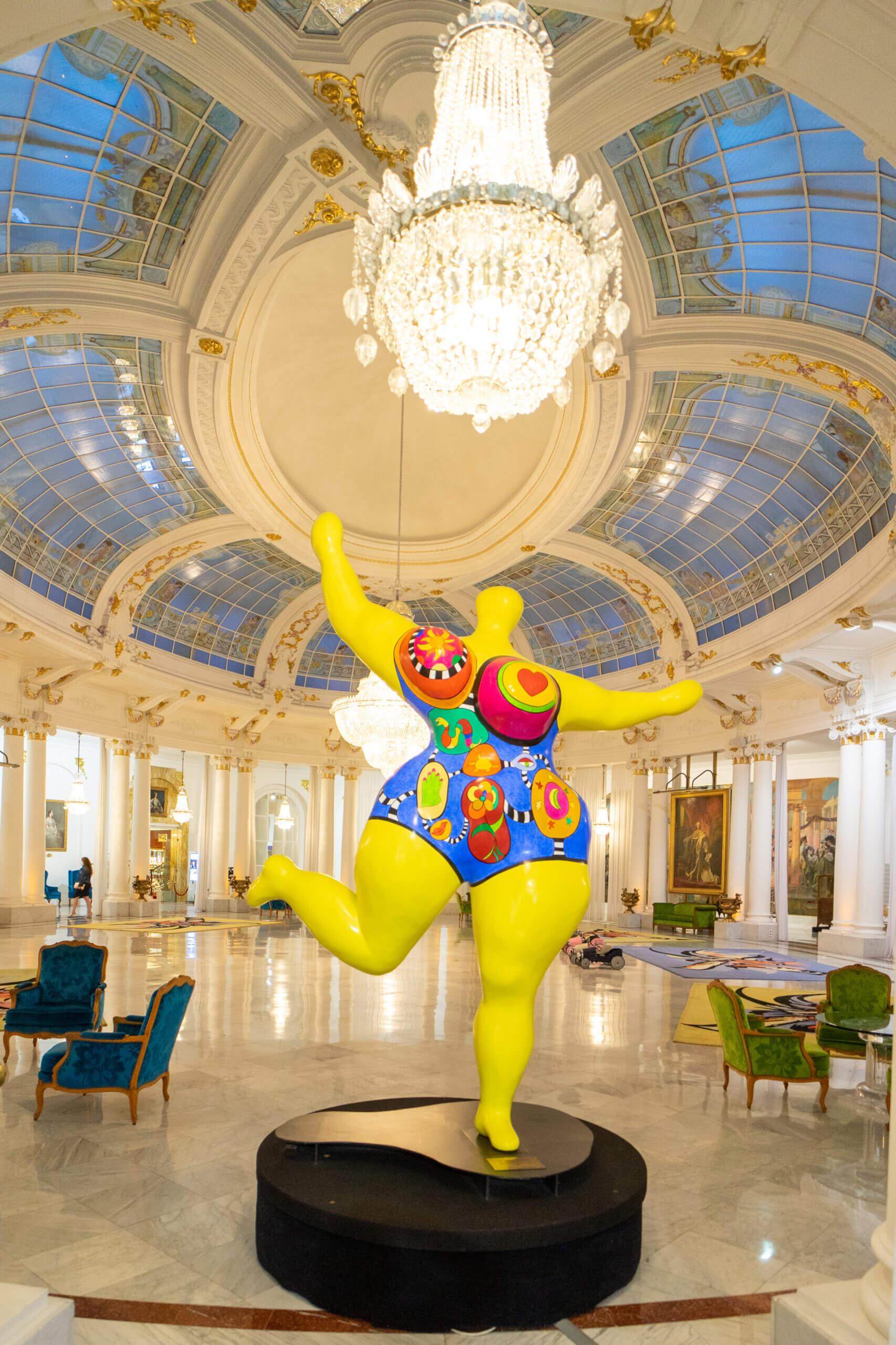 Nana von Niki de Saint Phalle im Negresco Nizza